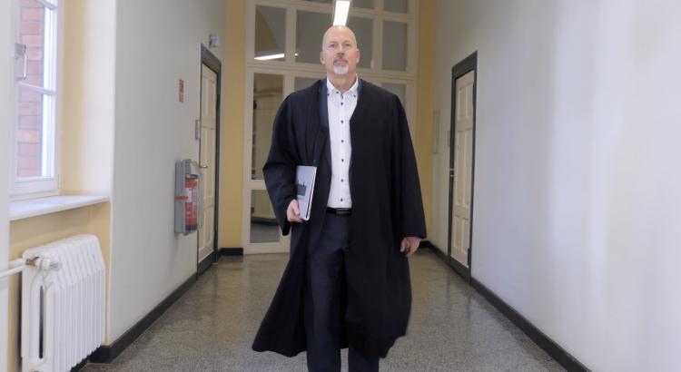 Sandro Wulf auf dem Weg in den Gerichtssaal